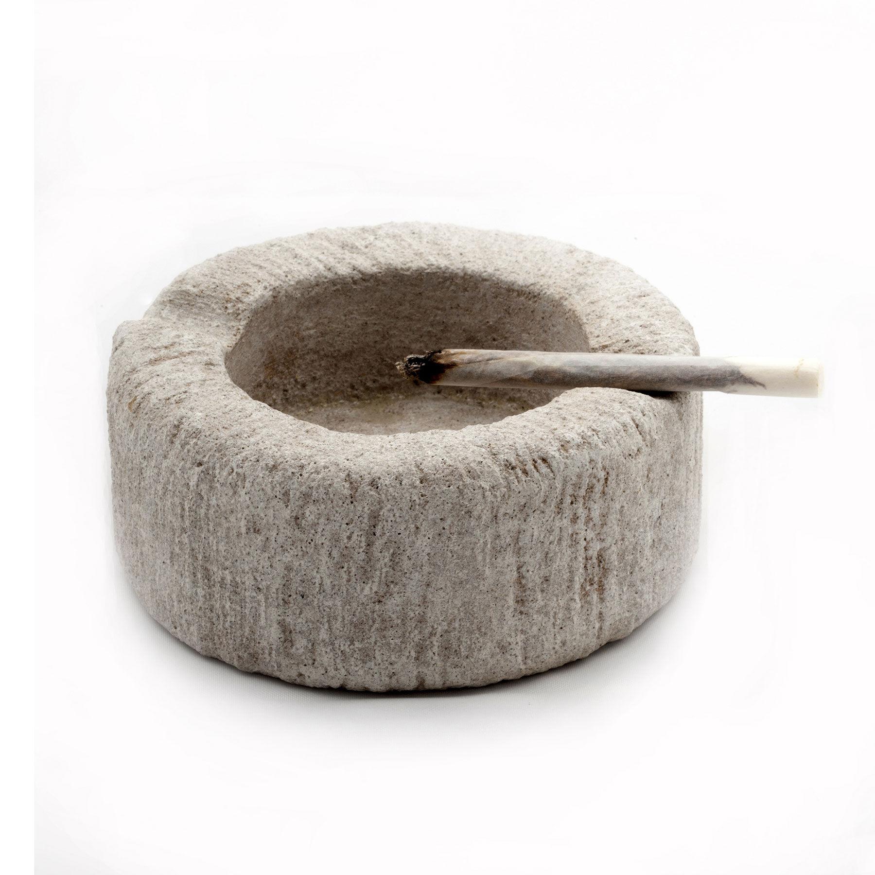 ashtray smoke
